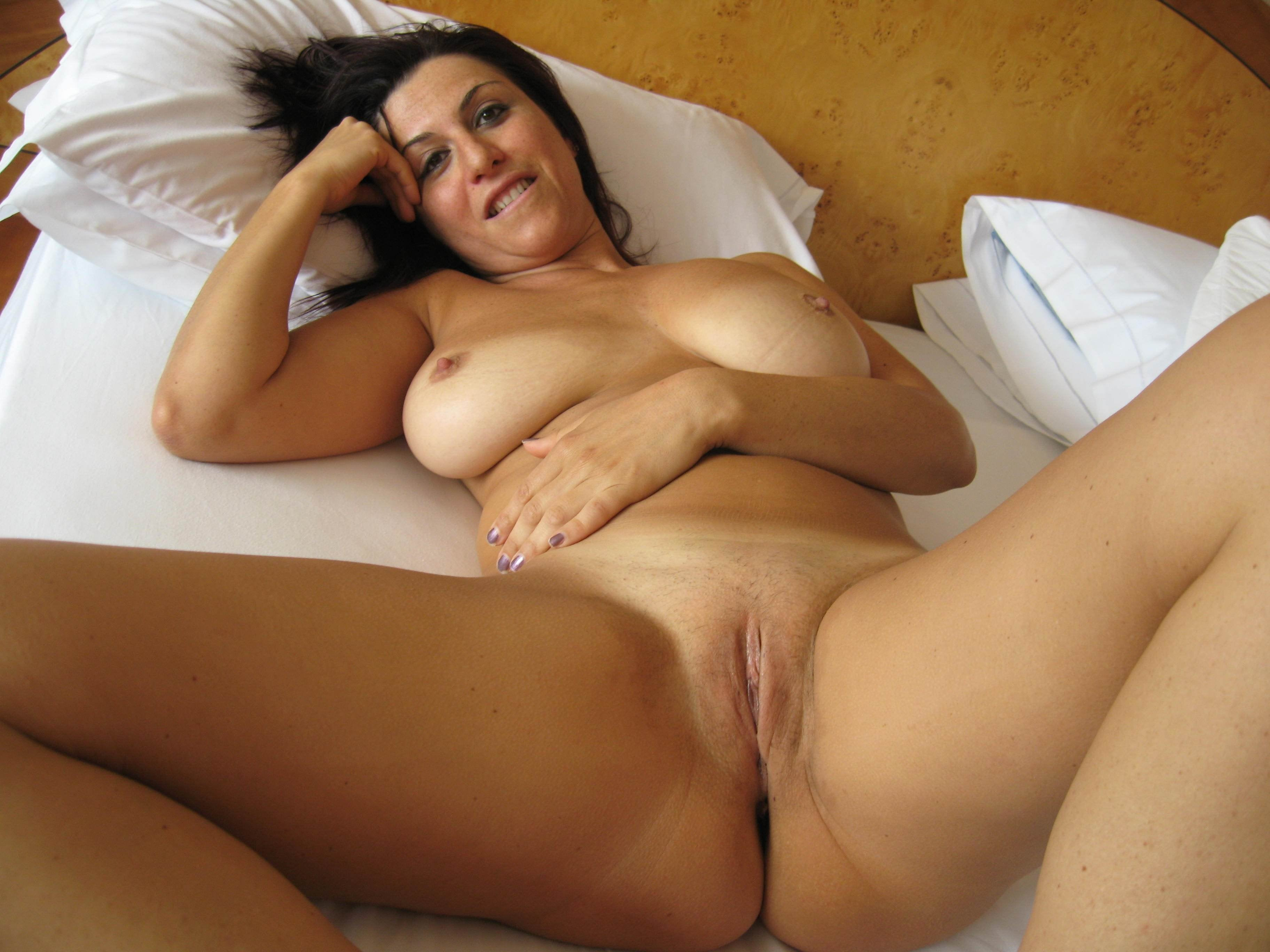 busty lesbians pictures